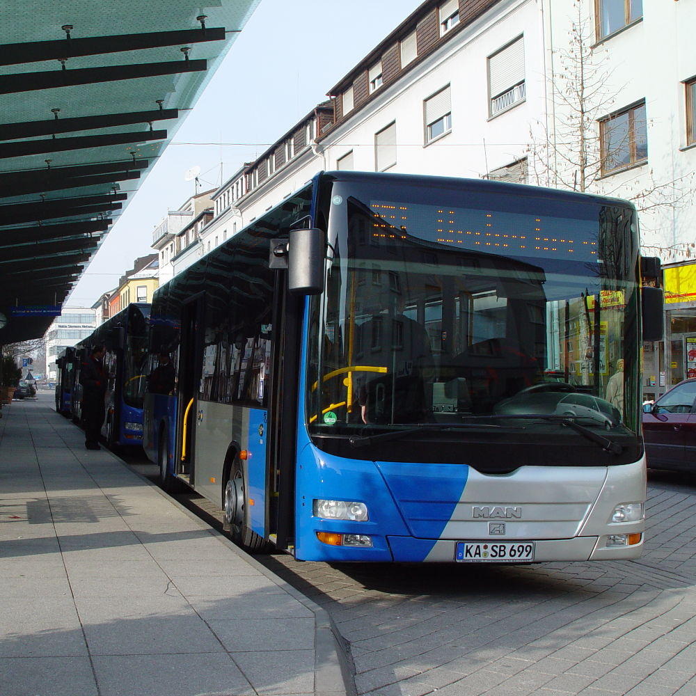 Stadtbus Max am Rendezvous-Paltz in bruchsal